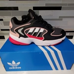Womens adidas shoes size 8